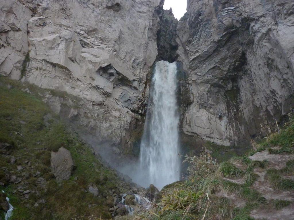 Водопад. Приэльбрусье.